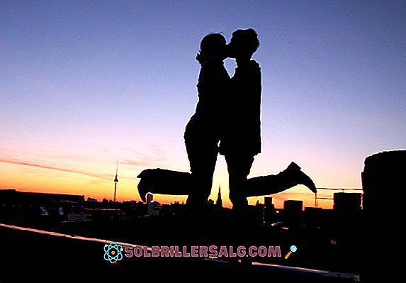 Ciuman eskimo: asal dan makna